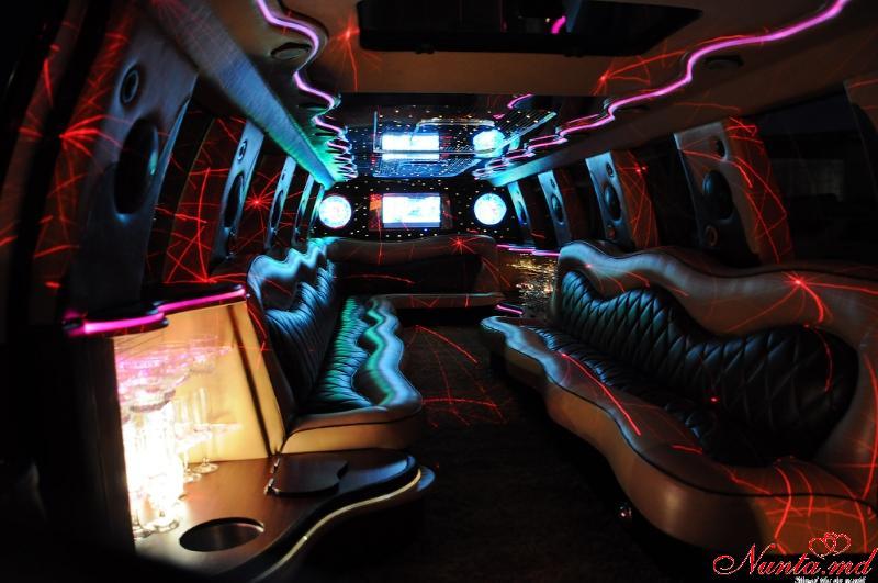 Прокат лимузинов в Молдове PrestigeLimo АКЦИЯ на Май и Июнь 40-70 евро в час > Фото из галереи `Ford Excursion:год выпуска 2004,длина 12m,пассажиры 24`