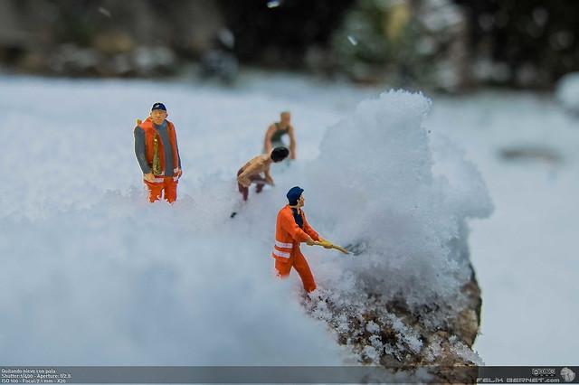 Quitando nieve con pala