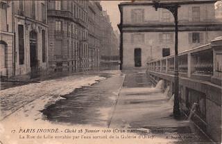 17. Paris Inondé. - Cliché 28 Janvier 1910 (Crue maximum : 9ᵐ50). La Rue de Lille envahie par l'eau sortant de la Galerie d'Orsay (28 January, 1910)