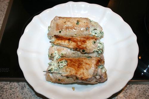 35 - Schnitzelröllchen entnehmen / Put aside cutlet rolls