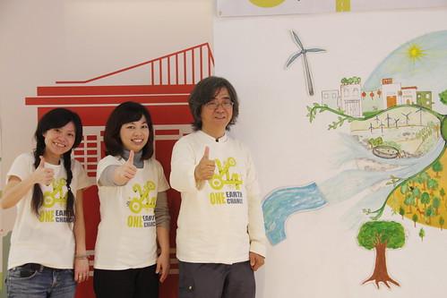 2014台灣地球日啟動記者會。左起,綠色陣線黃元佳、新光慈善基金會企劃組長黃郁芬、台灣環境資訊協會理事長陳建志。洪郁婷攝影