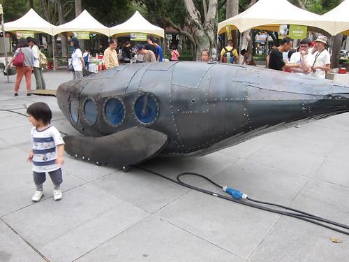 臺博本館前的座頭鯨裝置藝術,呼籲人們關心海洋中的巨人。攝影:詹嘉紋。