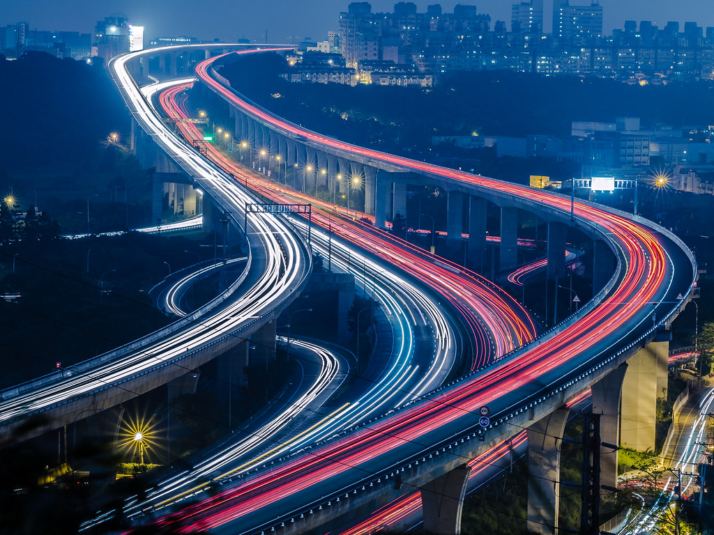 Light trails at the Sun Yat-sen Freeway 五楊高架車軌