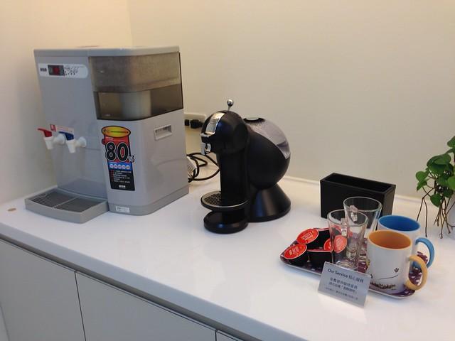 哺乳室另一角,有飲水機和咖啡機@mothercare敦南旗鑑店大採購