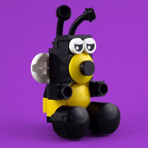 Cuddly Toys: Bee (custom built Lego model)