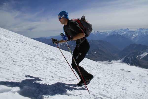 O Andrzej Bargiel στην προσπάθεια ταχύτερης ανάβασης του Elbrus το 2010