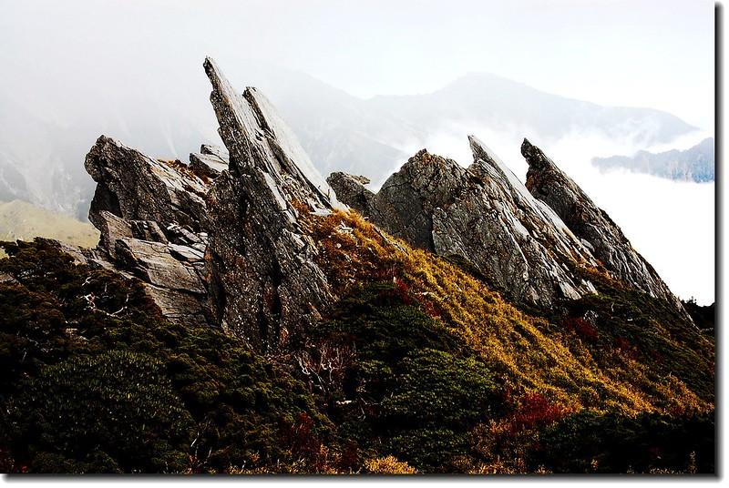 中央尖巨石 3
