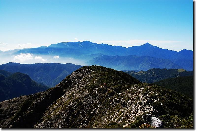 雪山北峰東南眺中央山脈北一段群山