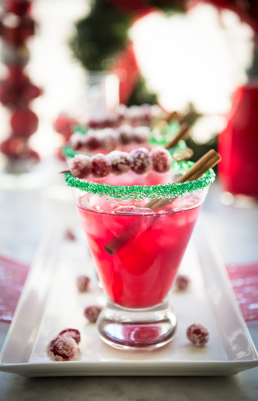 Spiced Cranberry Holiday Margaritas www.pineappleandcoconut.com #ChristmasWeek