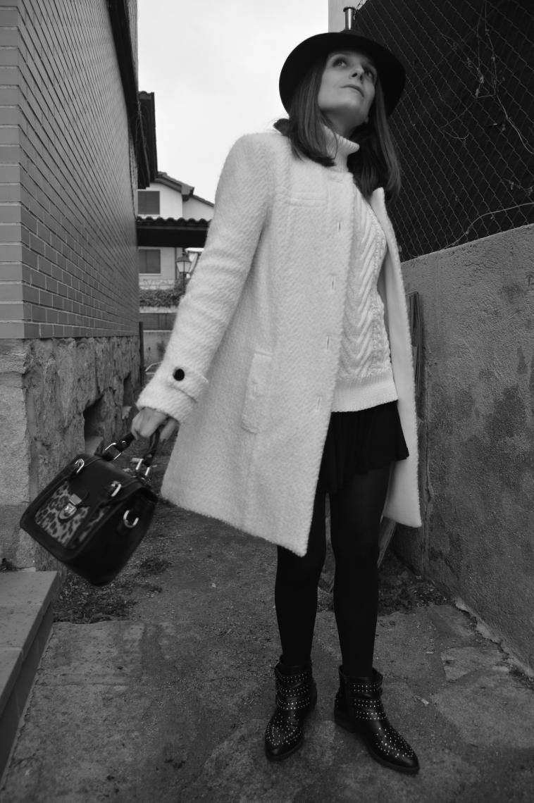 lara-vazquez-madlula-chic-style-blackandwhite-outfit-blogger-fashion