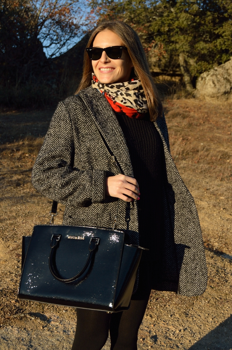 lara-vazquez-madlula-fasgion-blog-black-michael-kors-coat-winter-classic
