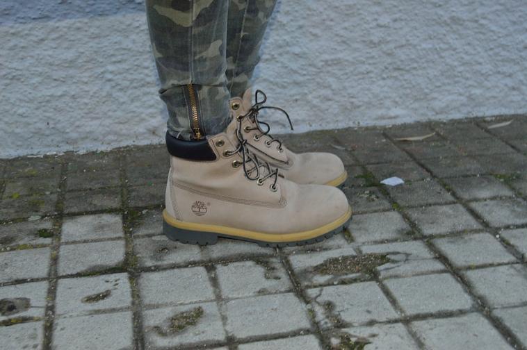 lara-vazquez-madlula-fashion-blog-old-boots-timberland-details