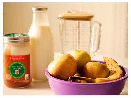 Ingredients for Apple Banana Smoothie with Blender