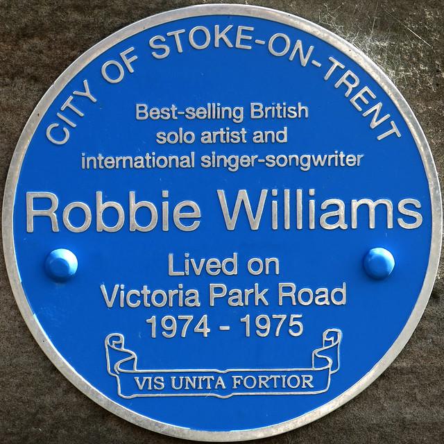 Photo of Robbie Williams blue plaque