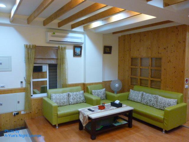 2西班牙風寬大舒適客廳 1