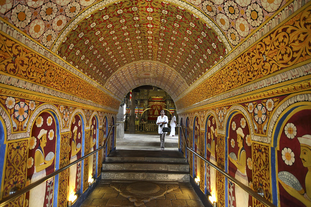 Buddha's tooth temple painted corridor