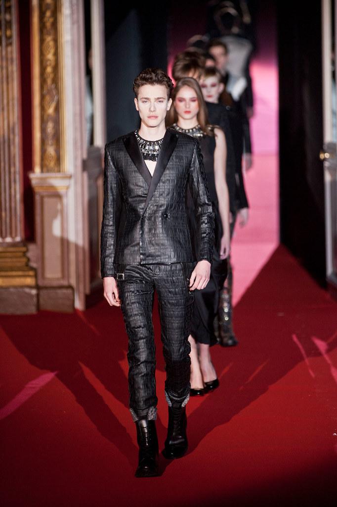 Nick Heymann3071_FW13 Paris Rynshu(fashionising.com)