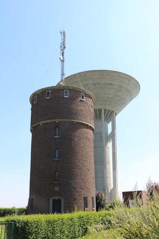 Deux château d'eau à Ath