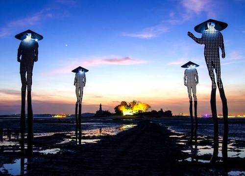 Скульптуры с солнечными батареями и светодиодной подсветкой влекут устриц на Тайвань