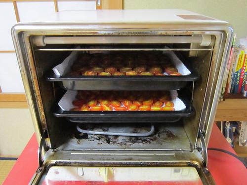 オーブンレンジで加熱するトマト 2013年9月7日16:16 by Poran111