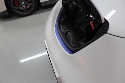 日産リーフ NISMOエアロパッケージ 充電ポートの周りが青い縁取り