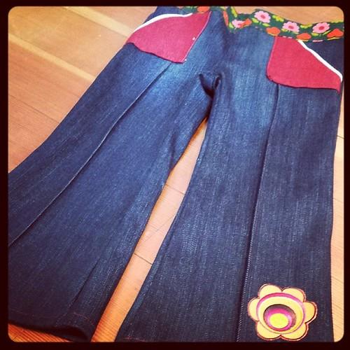 Ik had een idee en een oude jeans. En een paar uur later had Sien een nieuwe broek.