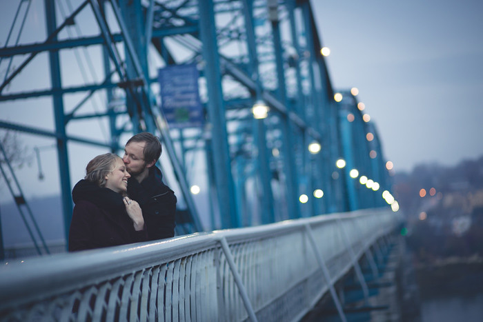 Forehead-kiss-Chattanooga-walking-bridge