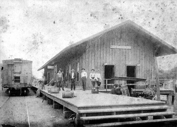 Atlantic Coast Line freight depot at S. 6th Street in Leesburg, Florida