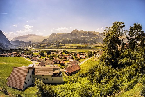 houses summer mountains alps landscape schweiz switzerland vacances holidays maisons sommer fujifilm liechtenstein bergen alpen été paysage ferien vaduz litchtenstein sagans triesenburg janeykay august2013 fujifilmxpro1 samyang8mm28fisheye août2013 housesonamountainside
