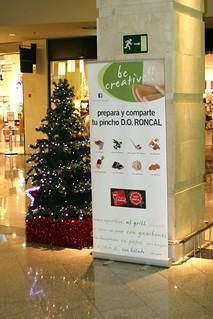 Anuncio situado en el centro comercial.