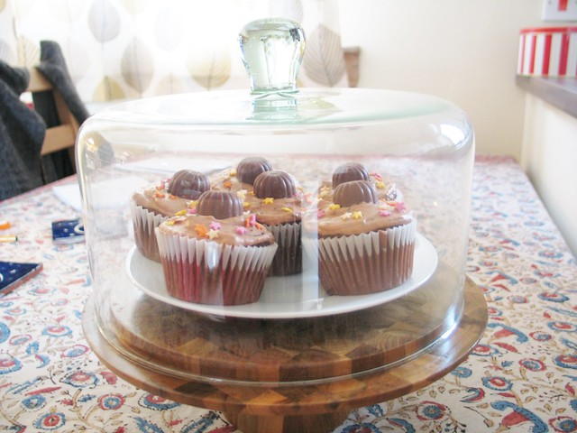 Cake dome + triple chocolate ganache truffle cupcakes (#whatveganseat)