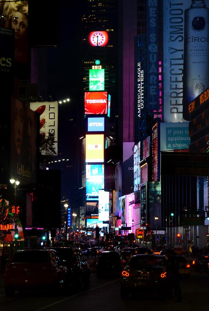 Vistas de Times Square desde la avenida Broadway