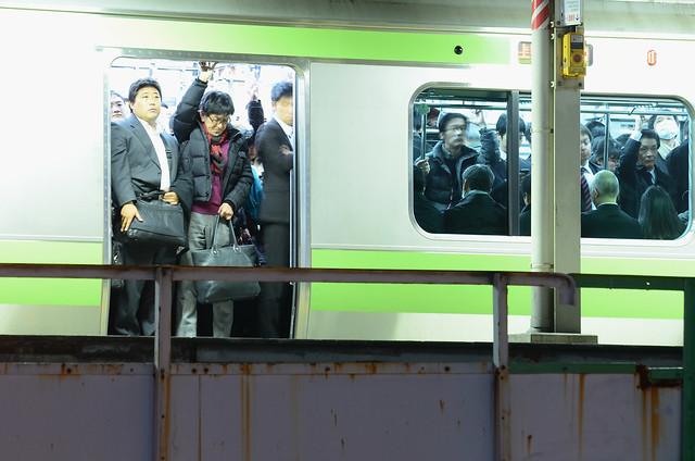 満員電車   Crowded Train