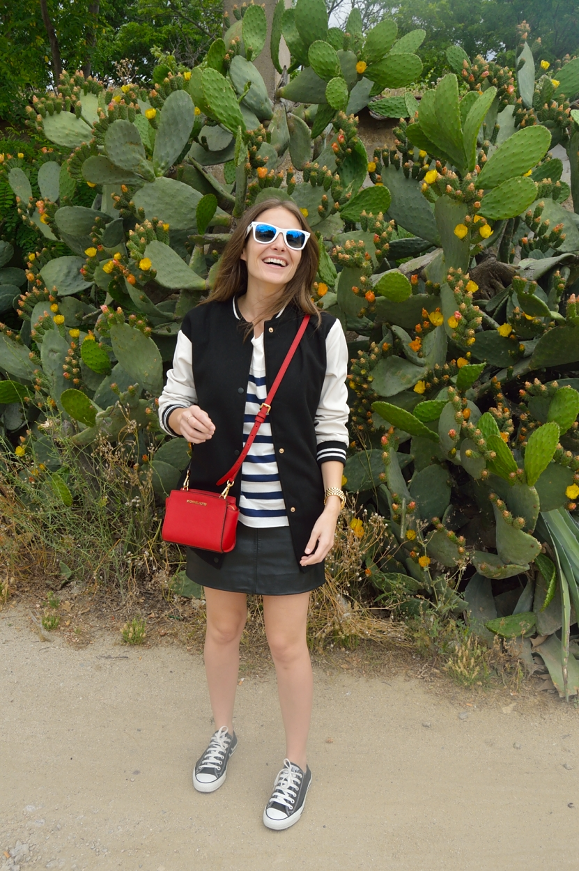 lara-vazquez-madlula-blog-style-fashion-sneakers-easy-look-pop-of-red