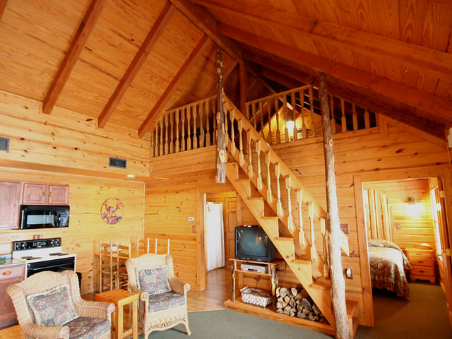 Lakeside cabins romantic getaway family vacation lake for Fishing cabins in texas