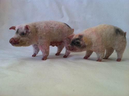 1:12 scale pigs by woolytales.com