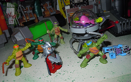 Nickelodeon TEENAGE MUTANT NINJA TURTLES :: MINI TURTLE FIGURE 4-PACK xvii // .. vs.  LEGO 'Shredder & KRAANG'  (( 2014 ))