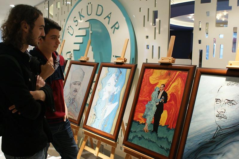Üsküdar Üniversitesi 'Atatürk' konulu 11 ebru çalışmasını sergiledi
