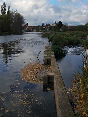 reflection water river germany deutschland wasser hessen fluss reflexion spiegelung weir wehr eschwege werra