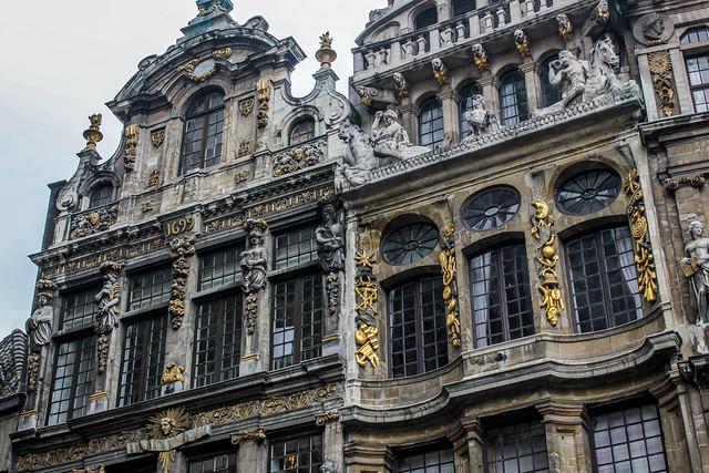 Detalles de una fachada en la gran plaza de Bruselas.