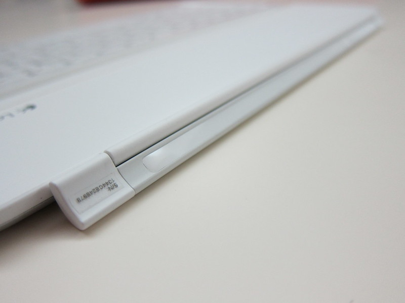 Ultrathin Keyboard Cover - Magnetic Hinge