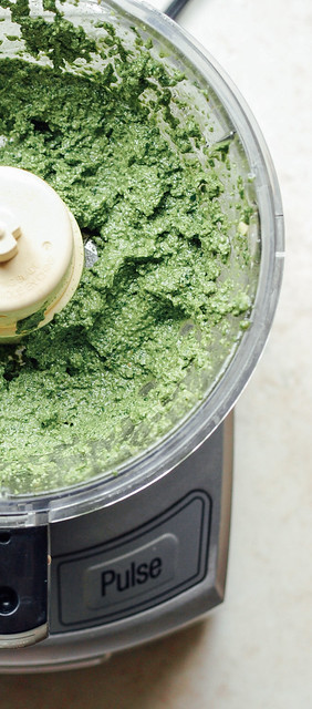 THE SIMPLE VEGANISTA: Basil-Walnut Pesto with Mushroom ...