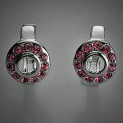 wheel(0.0), locket(0.0), font(0.0), pendant(0.0), jewellery(1.0), silver(1.0), platinum(1.0), circle(1.0),