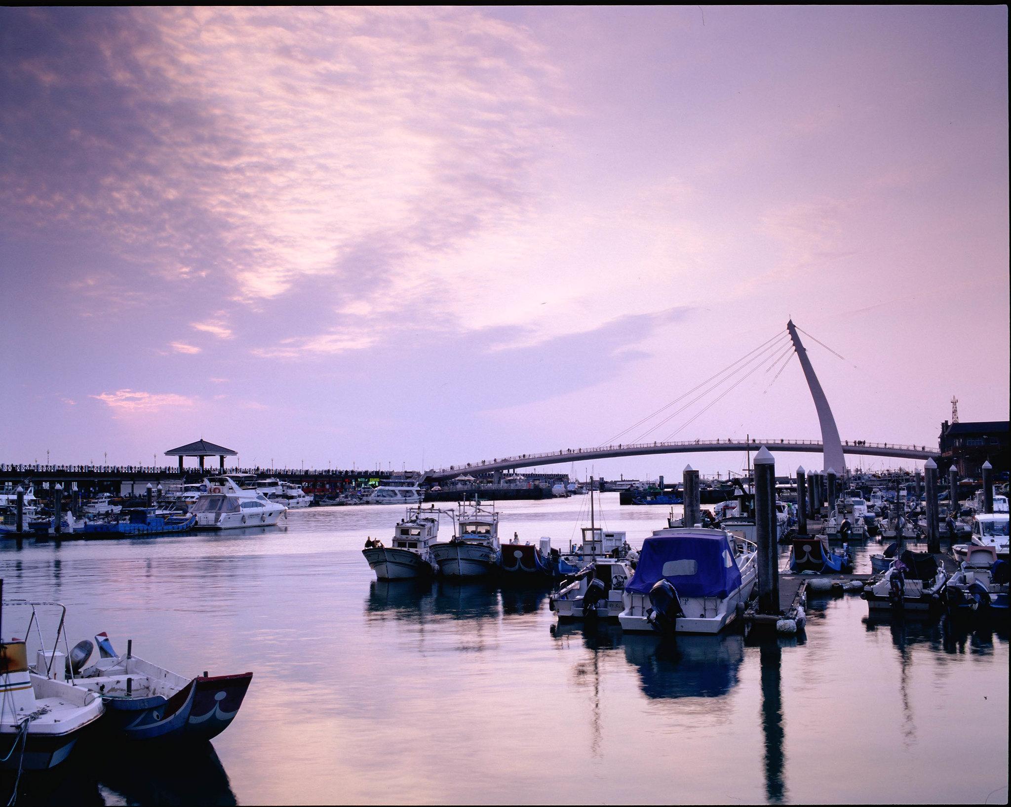 漁人碼頭  by Pntax 67 II