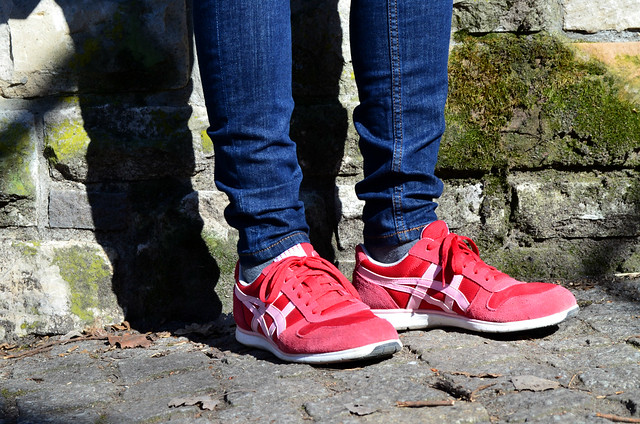 Volkspark Friedrichshain Berlin_red Asics sneakers