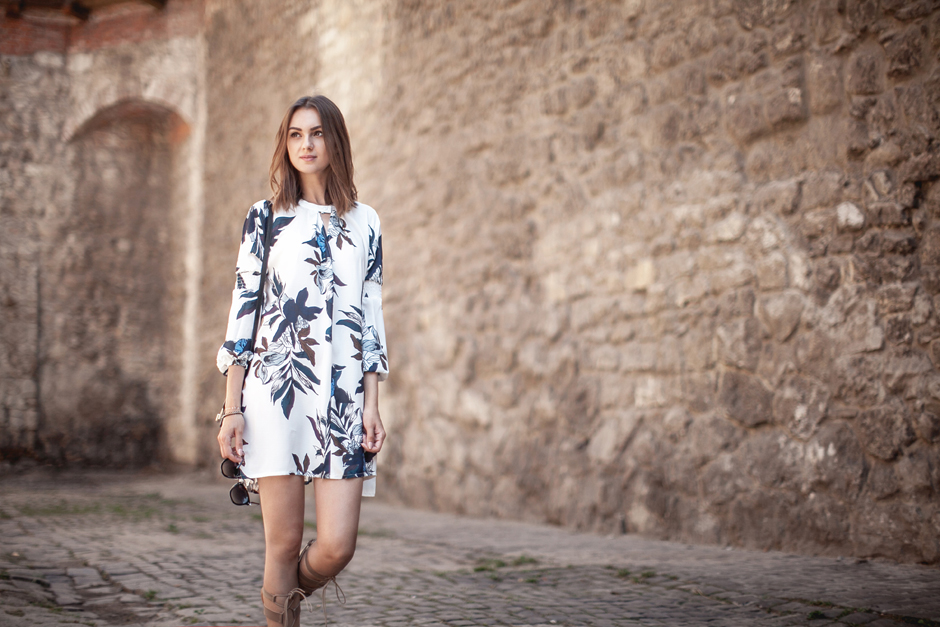swind-dress-floral-print-outfit-street-style