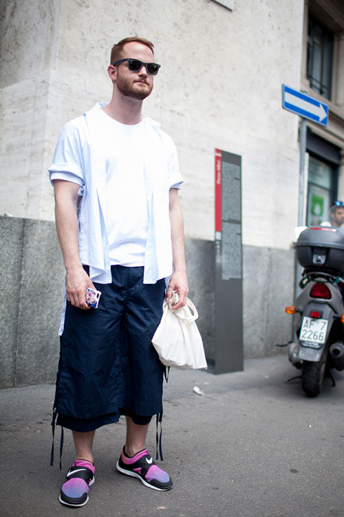 半袖白シャツ×白T×紺七分丈パンツ×フリーソックフライ SD