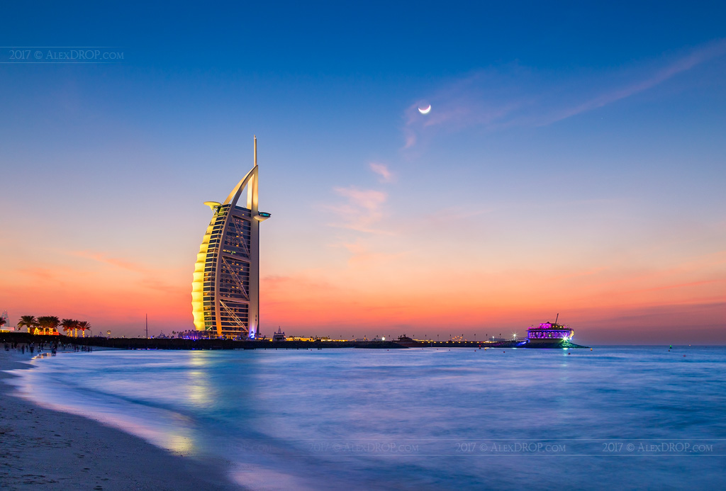 _MG_8594_web - Burj al Arab under moonlight