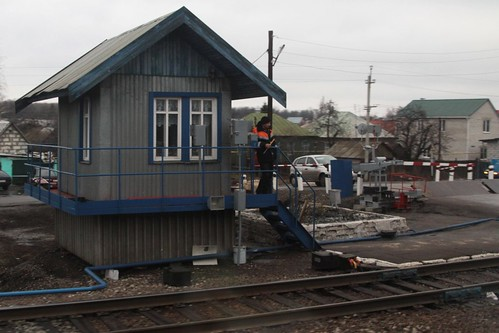 Russian Railways staff give the all clear as we pass a level crossing - Воля, Воро́нежская о́бласть (Volya, Voronezh Oblast)