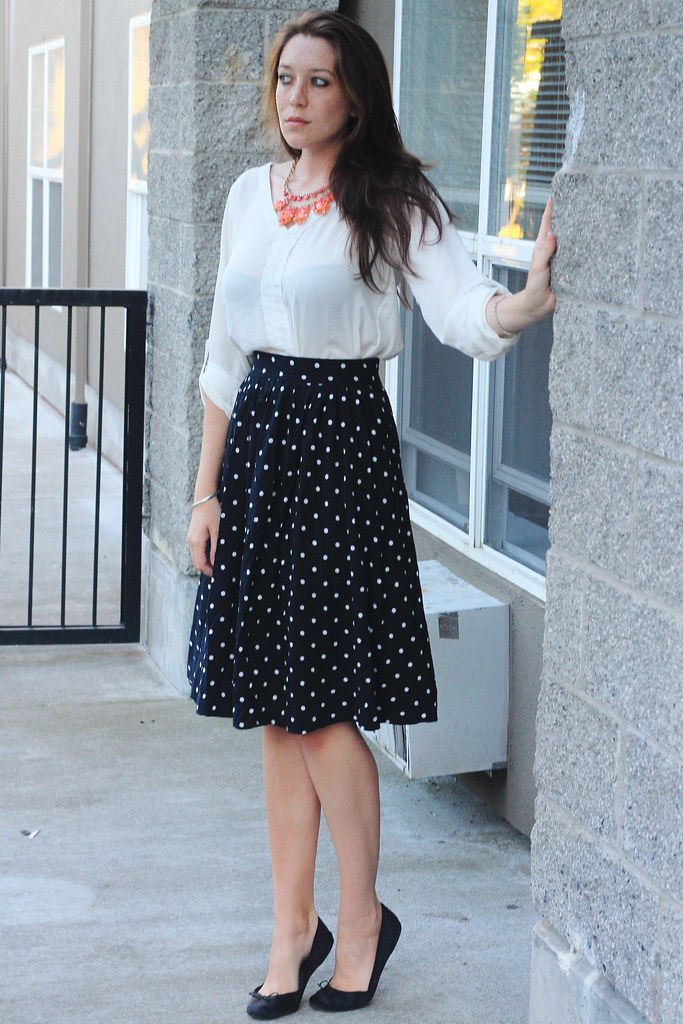 How to Wear Knee-Midi Length Skirts / kelsey malie